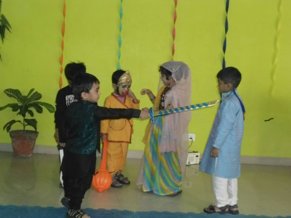 kids performing in drama